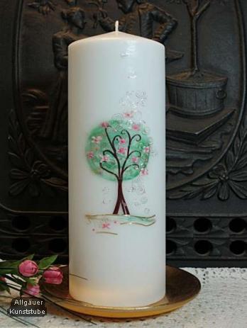 verspielte elegante hochzeitskerze mit zartem lebensbaum in duftenden farben. Black Bedroom Furniture Sets. Home Design Ideas